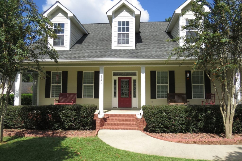 We prioritize a low-pressure washing approach to clean your home. Soft washing creates unbeatable curb appeal - without putting your home at risk from exposure to strong pressures. This approach delivers the superior quality your siding deserves, sans the excessive pressure that comes with traditional power washing.: